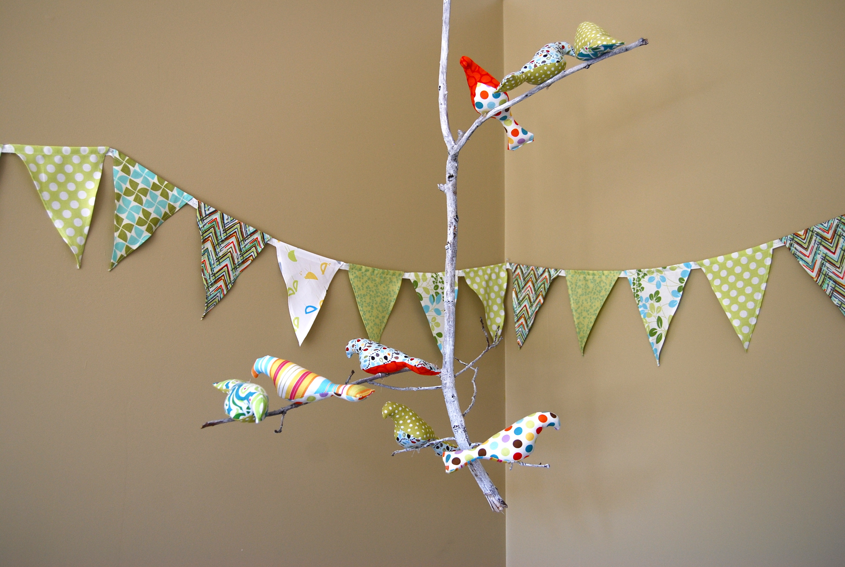 The Baby S Room Bird Mobile Treats And Things